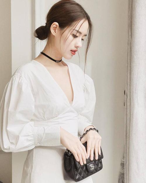 Những chiếc túi xách Chanel từ kiểu dáng cổ điển phổ biến cho đến độc đáo, phá cách và mới mẻ đều được chân dàichịu chi sắm về.