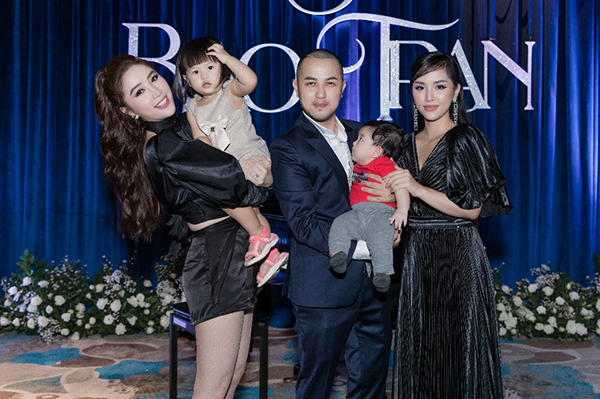 Ngày 19/10, Bảo Thy đếnchúc mừng anh trai ở bữa tiệc sinh nhật.Cô chụp hình cùng anh trai, chị dâu và hai cháu cưng.