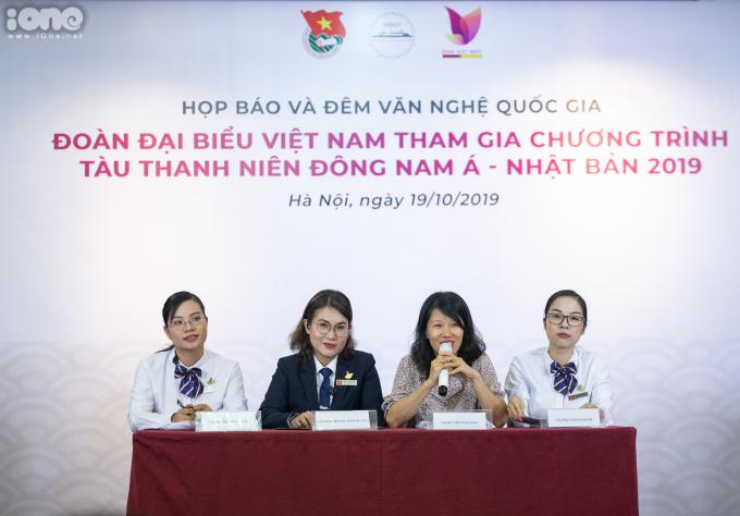 <p> Năm nay, đoàn đại biểu SSEAYP Việt Nam chọn ra 28 gương mặt thanh niên ưu tú trong số hàng nghìn ứng viên trên cả nước. Bà Trần Hoàng Khánh Vân (thứ hai từ trái sang) - Phó Chủ tịch Liên hiệp các tổ chức Hữu Nghị TPHCM - giữ nhiệm vụ Trưởng đoàn đại biểu quốc gia Việt Nam tham dự SSEAYP 2019.</p>