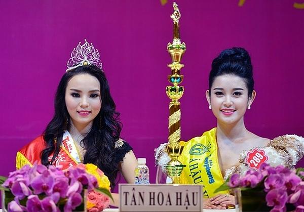 Tại cuộc thi Hoa hậu Việt Nam 2014, Nguyễn Cao Kỳ Duyên (trái)đăng quang ngôi vị cao nhất. Nguyễn Trần Huyền My cán đích ở vị trí thứ hai.