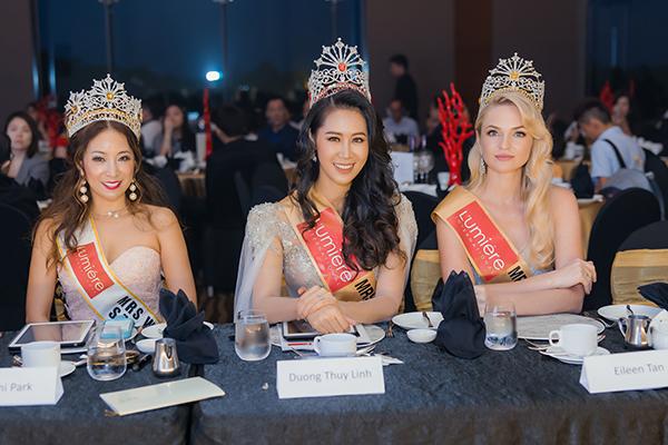 ô còn đảm nhận vai trò giám khảo của chung kết sân chơi sắc đẹp dành cho những quý bà tài năng đến từ nhiều quốc gia trên thế giới.