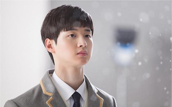 Drama đầu tay gây chú ý của Jang Dong Yoon là Solomons Perjury. Trong phim, anh vào vai cậu học sinh trung học Han Ji Hoon, người đã tìm ra kẻ đứng sau cái chết đau thương của người bạn thân nhất tại trường trung học. Solomons Perjury cũng là drama học đường thành công của năm 2016.
