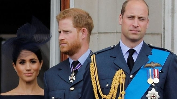 William và vợ chồng Harry - Meghan trên ban công Điện Buckingham tại sự kiện kỷ niệm 100 năm ngày thành lập lực lượng Không quân Hoàng gia hồi tháng 7/2018. Ảnh: AFP.