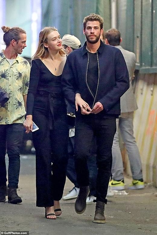 Liam Hemsworth cũng đang tận hưởng những buổi hẹn hò bên nữ diễn viên Maddison Brown.