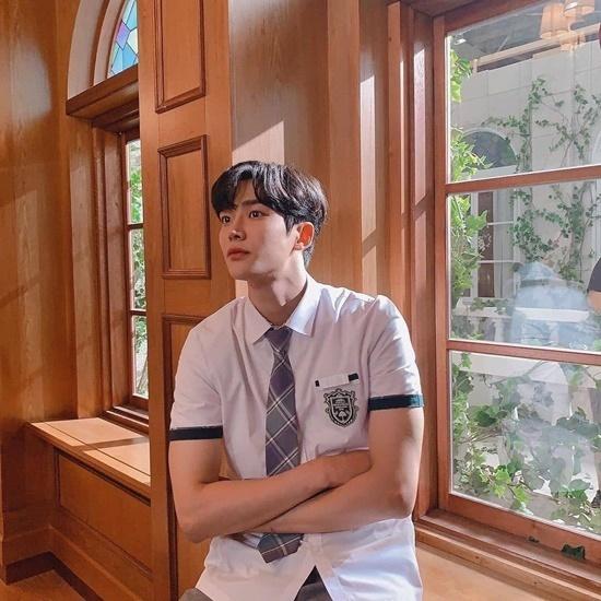 Ro Woon đóng vai chàng trai Haru - người đơn phương yêu Dan Oh và luôn bảo vệ cô nàng. Cặp đôi Haru - Dan Oh đang khiến khán giả phát cuồng vì câu chuyện tình gà bông đáng yêu, cực kỳ hài hước.