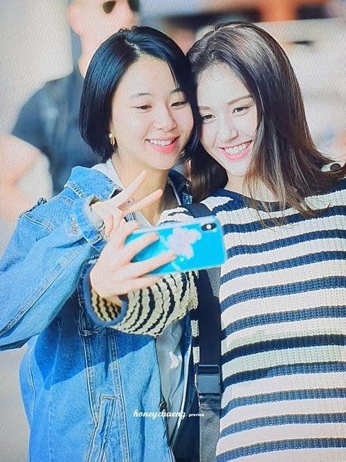 Twice tay bắt mặt mừng khi tình cờ gặp Jeon Somi ở sân bay - 2