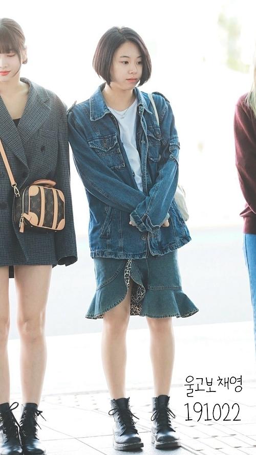 Chae Young ưa thích các item thoải mái, mix đồ ngẫu hứng.