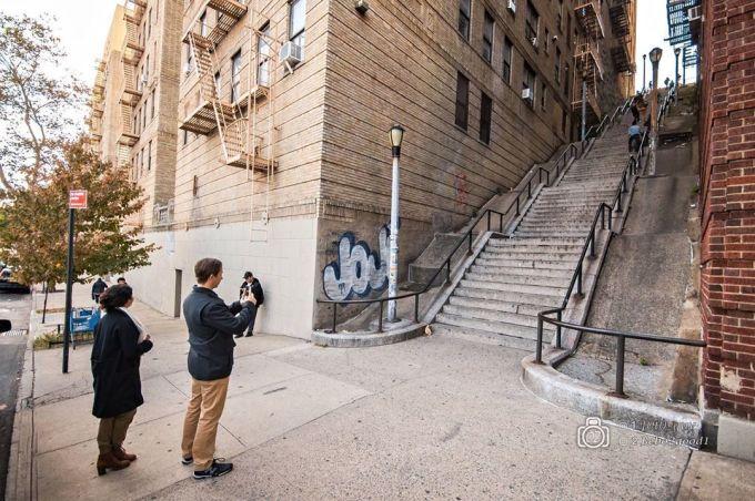 """<p> Những bậc thang nằm ở The Bronx - một trong năm quận của New York. Trước đây, khu vực này không phải địa điểm du lịch nổi tiếng.<br /><br /> Theo <em>Reuters</em>, không có nhiều du khách dám """"bén mảng"""" đến Bronx vì đây được cho là địa bàn của những băng nhóm tội phạm. Chính quyền và người dân cũng đang nỗ lực xóa bỏ hình ảnh xấu này.</p>"""