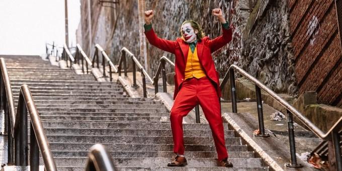 <p> Kể từ khi phim<em> Joker</em> ra mắt vào đầu tháng 10, du khách bắt đầu tìm đến địa điểm này để check-in. Cảnh nam diễn viên Joaquin Phoenix nhảy múa điên loạn trên nền nhạc <em>Rock & Roll Part 2</em> ở cầu thang đã trở thành cảnh ấn tượng nhất trong tác phẩm.</p>