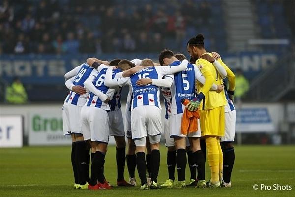 Văn Hậu khoác áo số 5 tại đội trẻ Heerenveen, trận tối 22/10. Ảnh: Fean Online.