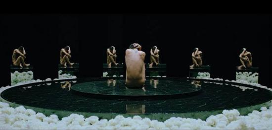 Nam ca sĩ muốn thể hiện sự tổn thương, cô đơn của người nổi tiếng.