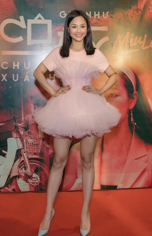 Miu Lê xuất hiện ngọt ngào, nữ tính ở họp báo ra mắt MV mới.