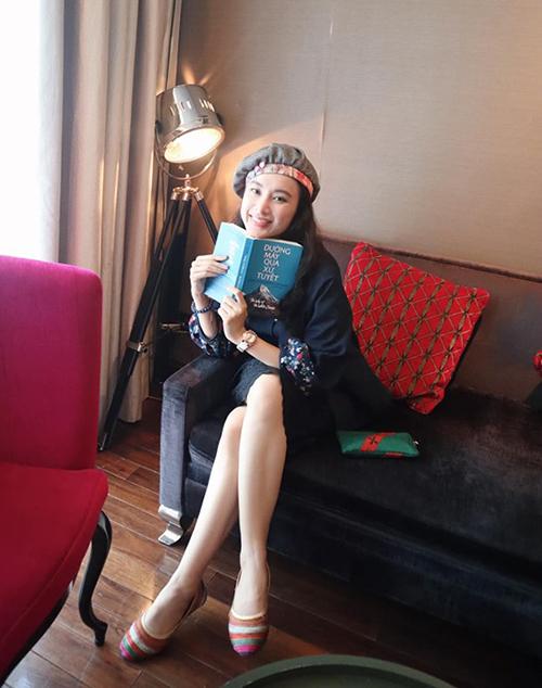 Angela Phương Trinh tiết lộ cuốn sách này là bạn đồng hành không thể thiếu của cô nàng mỗi chuyến đi xa.