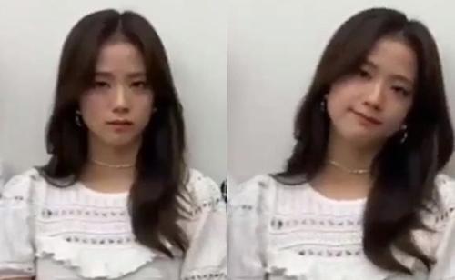 Biểu cảm gượng gạo trong hậu trường buổi diễn gần đây của Ji Soo khiến fan lo lắng.