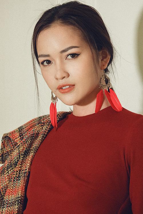 Hoa hậu Siêu quốc gia 2018 Ngọc Châu cũng là một trong các khách mời, người mẫu đến thử đồ.
