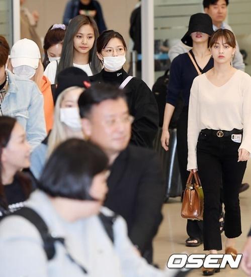 Twice trở về Hàn Quốc sau khi hoàn thành concert ở Nhật. Các thành viên đều khá mệt vì có lịch trình dày đặc dịp cuối năm.