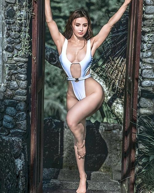 Hình ảnh của nữ bác sĩ xinh đẹp có thân hình lực sĩ - 1
