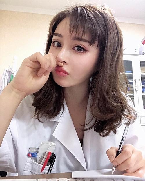 Hình ảnh của nữ bác sĩ xinh đẹp có thân hình lực sĩ - 6