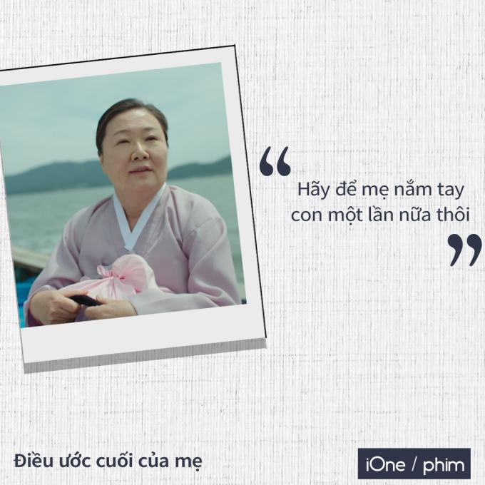 """<p> Diễn viên Kim Hae Sook từ lâu đã được khán giả đặt cho biệt danh """"bà mẹ quốc dân"""". Suốt bộ phim, Hae Sook luôn xuất hiện với vẻ mặt nặng trĩu. Tuy cảm xúc biến đổi liên tục từ mừng rỡ, nghiêm nghị đến bàng hoàng, đau đớn..., trên gương mặt nữ diễn viên vẫn thoáng nét lo âu.<br /><br /> Cả bộ phim, khán giả chỉ nhìn thấy duy nhất một lần cơ mặt Hae Sook giãn ra và nở nụ cười nhẹ nhõm là lúc nhân vật lên chuyến tàu cuối cùng tới thăm con.<br /><br /> """"Được nắm tay con"""" tưởng chừng là điều nhỏ bé dễ thực hiện, nhưng hóa ra lại mong ước cuối cùng của mẹ Soon Ok.</p>"""