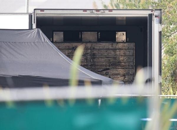 Phía trong container chở 39 thi thể. Ảnh: