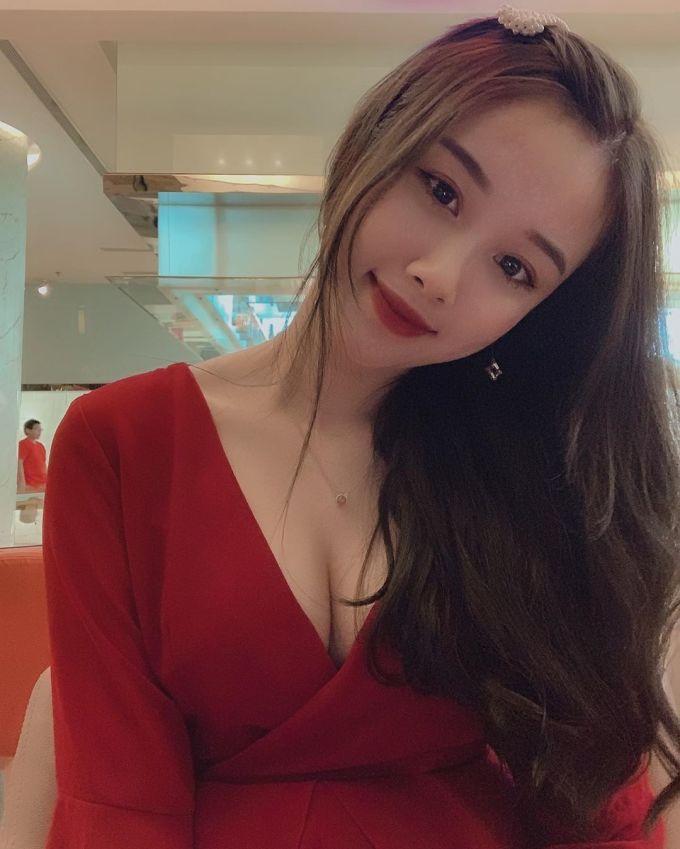 <p> Gần đây, trên trang cá nhân Trang Nhung thường xuyên đăng hình ảnh gợi cảm. Điều này khác với hình ảnh dễ thương trước đây.</p>