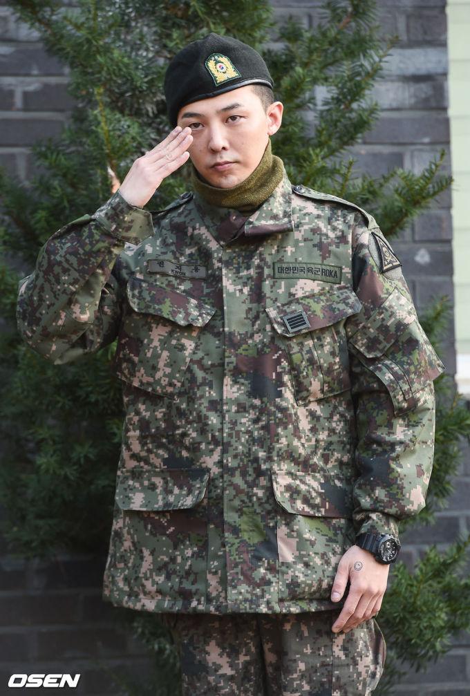 <p> G-Dragon (tên thật Kwon Ji Yong) xuất ngũ tại trụ sở Bộ Chỉ huy Tác chiến mặt đất thành phố Yongin, tỉnh Gyeonggi. Đây là địa điểm được thay đổi sau khi căn cứ quân sự ở Gangwon nằm trong vùng nhiễm virus tả lợn châu Phi.</p>