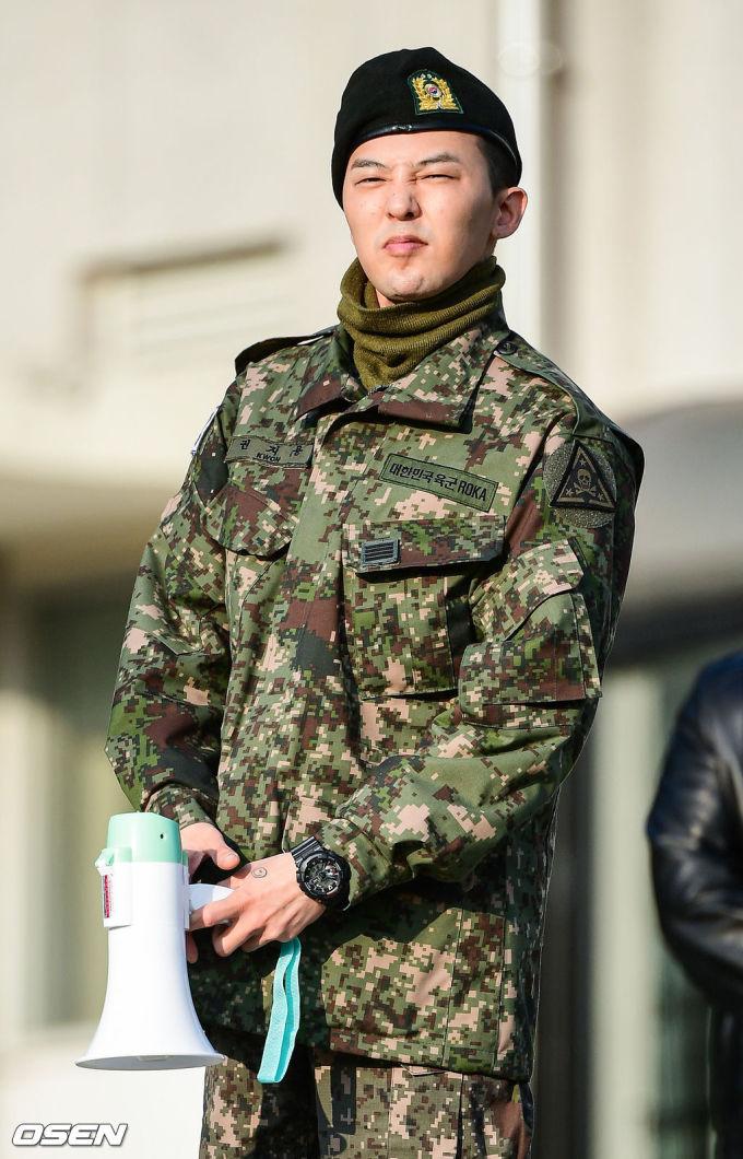 <p> Biểu cảm đáng yêu của G-Dragon. Sau gần hai năm nhập ngũ, nam ca sĩ được khen về ngoại hình có da có thịt hơn hẳn trước đây.</p>