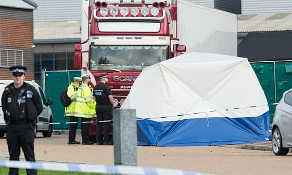 Thi thể của 39 người được phát hiện trong một chiếc container đông lạnh vào 23/10. Ảnh: Ray Tang / Rex / Shutterstock.