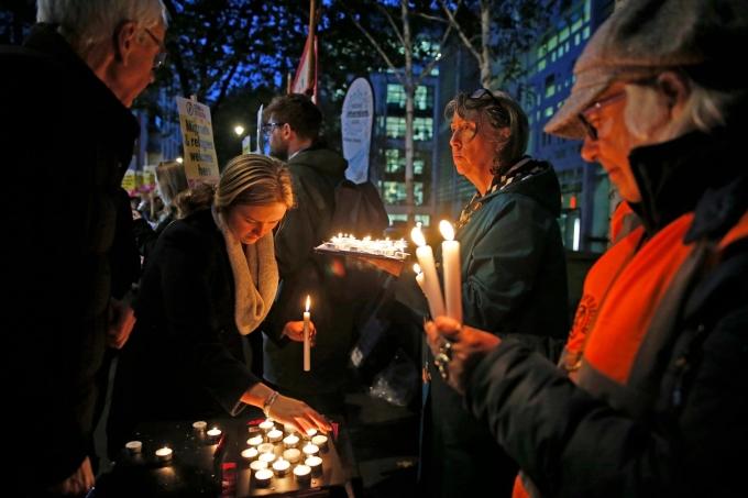 Người Anh 'chết lặng trong kinh hoàng về cách 39 nạn nhân ra đi'