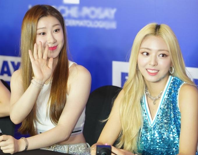 <p> Chae Ryeong (trái) và Yuna.</p>