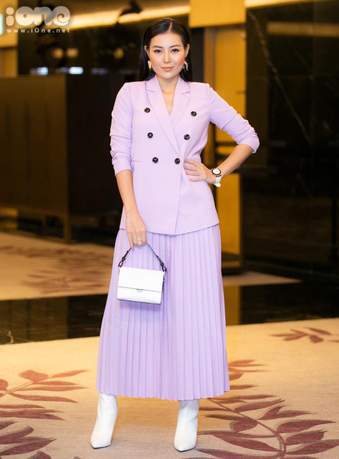 <p> Thanh Hương vào vai nữ nhà báo năng động, tháo vát. Cô bất chấp mọi hiểm nguy, tìm chất liệu cho những bài điều tra của mình.</p>
