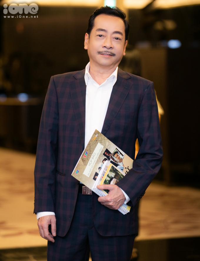 <p> NSND Hoàng Dũng vào vai Chủ tịch tỉnh Trần Nghĩa. Ông tiết lộ<em> Sinh tử </em>là bộ phim gây ám ảnh nhất trong sự nghiệp, khiến ông luôn phải kìm nén cảm xúc khi hóa thân vào nhân vật.</p>