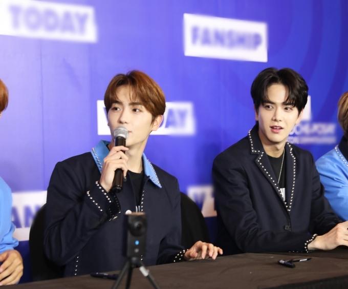 <p> Hyun Jae và Young Hoon (phải).</p>