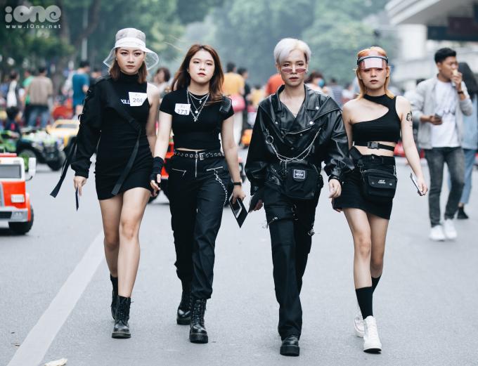 <p> The Best Street Style là một sân chơi bên lề Vietnam International Fashion Week hàng năm. Đây là dịp để các bạn trẻ yêu thời trang tụ hội, khoe cá tính thời trang độc lạ trên đường phố.</p>