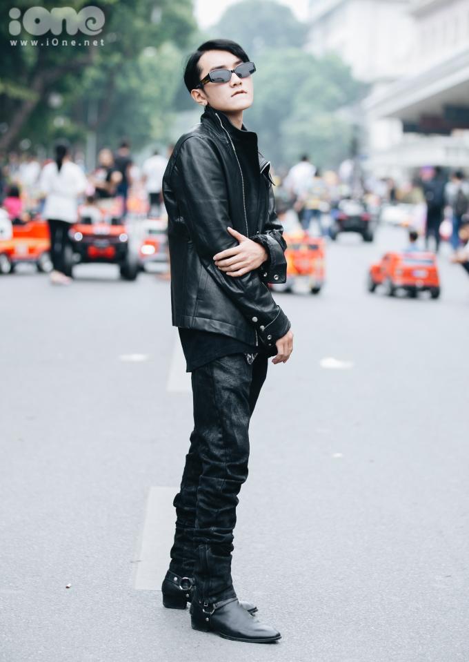 """<p> """"Bản sao Sơn Tùng M-TP"""" thu hút chú ý trên đường phố.</p>"""