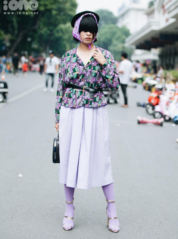 <p> Thời tiết Hà Nội những ngày đầu thu không quá lạnh. Tuy nhiên thời trang tầng lớp ấm áp vẫn được các fashionista ưa chuộng.</p>