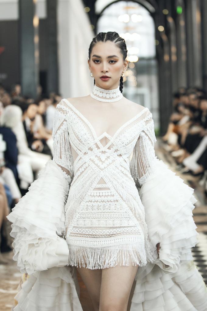 <p> Từ khi đăng quang Hoa hậu Việt Nam 2018, người đẹp 10x rất đắt show làm vedette.</p>