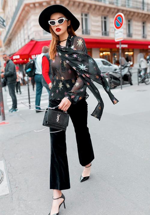 Kỳ Duyên sải bước trên đường phố Paris với chiếc áo mỏng manh không nội y, khoe vòng một nóng bỏng.