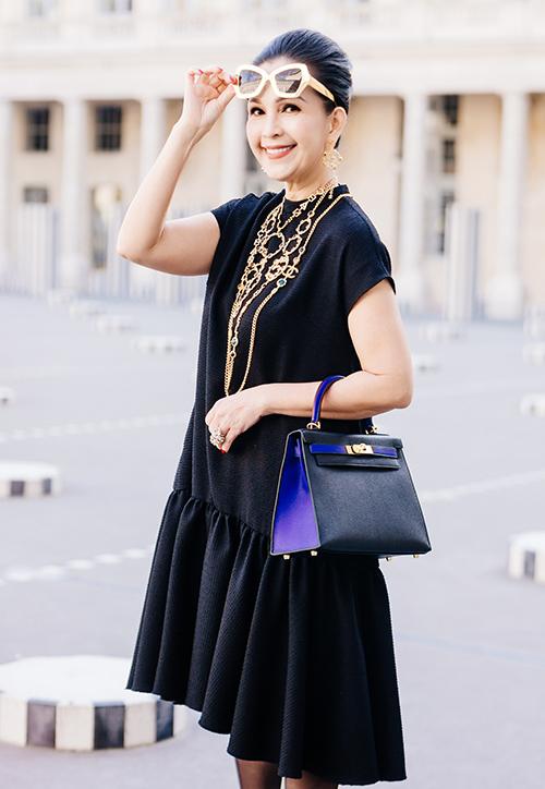 Trong lần dạo chôi Paris gần đây, Diễm My lại cho thấy gu thời trang tinh tế, đẳng cấp của mình với loạt trang phục sắc đen của Đỗ Mạnh Cường được kết hợp với hàng loạt phụ kiện đến từ những nhà mốt danh tiếng.
