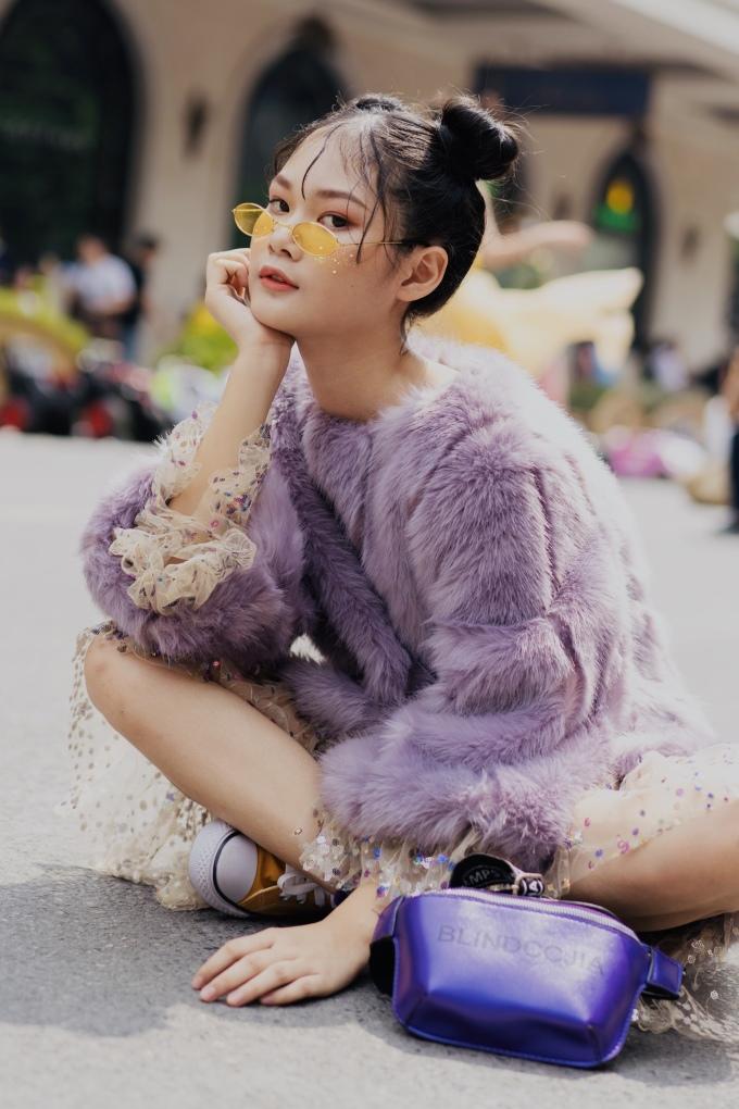 <p> Hà Thiên Trang là người mẫu nhí quen thuộc trong các show của Thảo Nguyễn với vai trò first face hoặc vedette. Có kinh nghiệm 5 năm trong lĩnh vực thời trang, Hà Thiên Trang rất tự tin trước ống kính.</p>