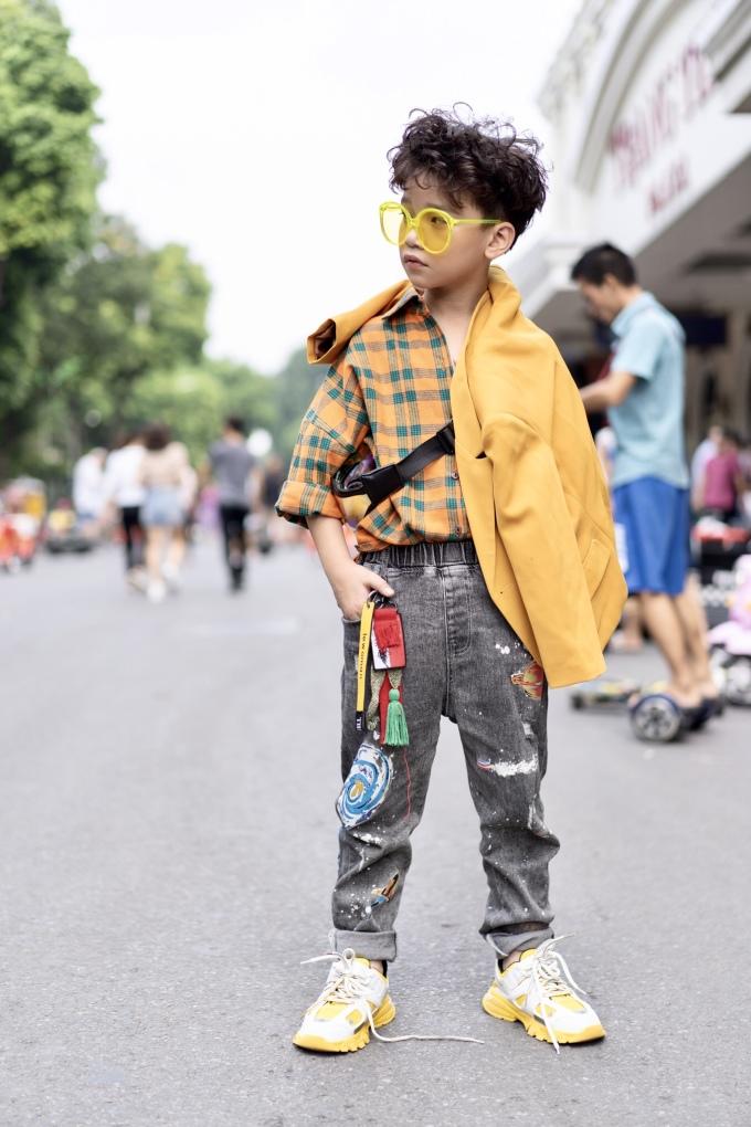 """<p> Cao Hữu Nhật - """"nam vương nhí"""" rất đắt show trình diễn thời trang.</p>"""