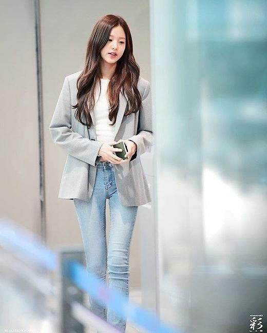 Jang Won Young khoe body chuẩn model khi mặc quần thể thao - 5