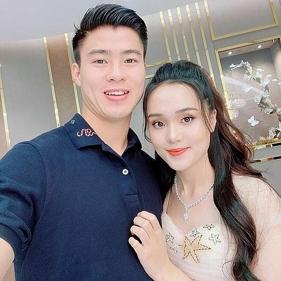 Quỳnh Anh là một trong những bạn gái cầu thủ được lòng người hâm mộ.
