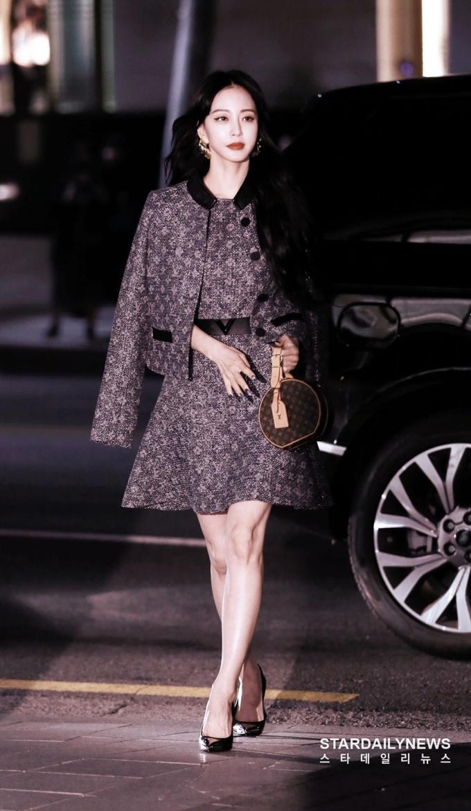<p> Han Ye Seul là ngôi sao đắt show dự sự kiện. Cô thường xuất hiện với những layout makeup sáng tạo, độc đáo.</p>