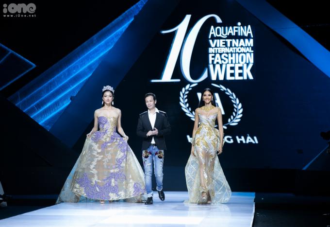 <p> Đây là lần đầu tiên Lương Thùy Linh và Hoàng Thùy cùng trình diễn trong một bộ sưu tập. Cả hai sẽ là đại diện Việt Nam tại Miss World và Miss Universe - hai đấu trường sắc đẹp danh giá nhất hành tinh.</p>