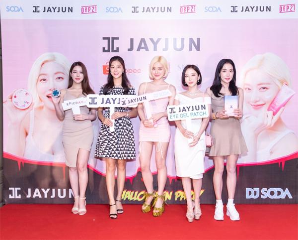Tham gia sự kiện có nhiều ngôi sao, các makeup artist, youtuber đến từ Hàn Quốc.