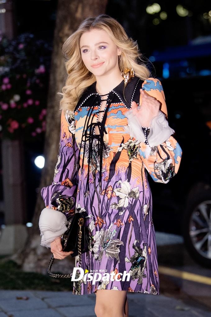 <p> Ngôi sao người Mỹ Chloe Moretz nhiều lần đến Hàn Quốc tham gia các sự kiện, show thực tế.</p>