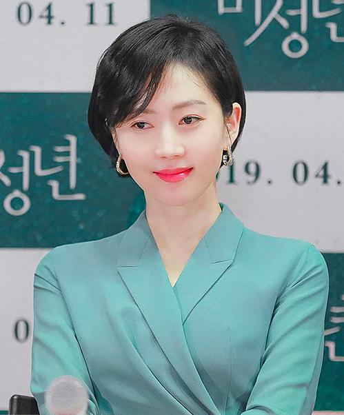 Yum Jung Ah nổi tiếng với vẻ ngoài sang trọng.
