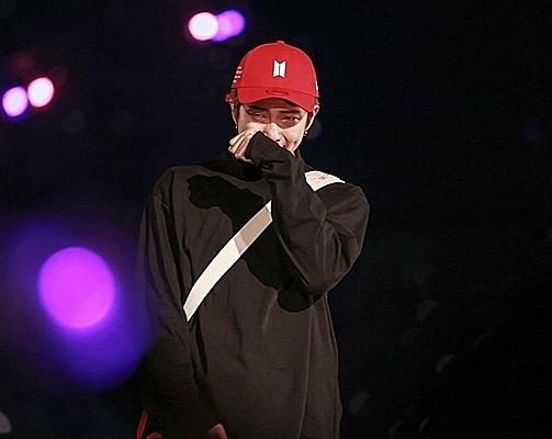 RM khóc rất nhiều khi nói lời tạm biệt tour diễn Love Yourself.