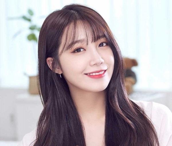 Eunji đảm nhận vai trò hát chính và cũng là thành viên nổi tiếng nhất A Pink.